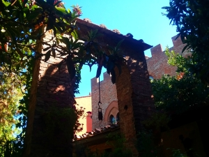 Certaldo hotel courtyard