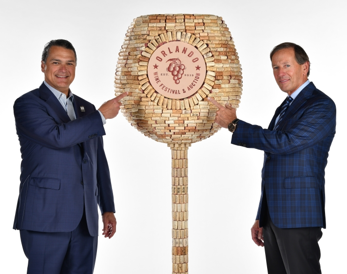 alex-martins-and-dan-devos-with-wine-glass-sculpture-092418_omwf_promo_fm_f018577_edited.jpg